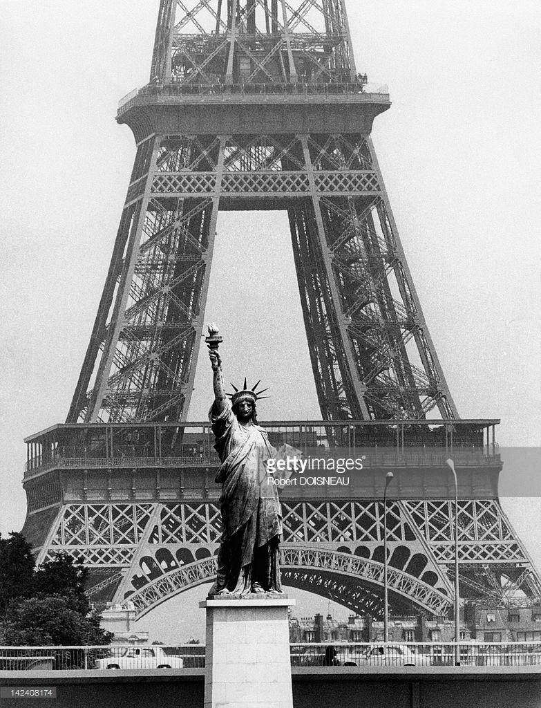 1969. Эйфелева башня и Статуя Свободы, Париж