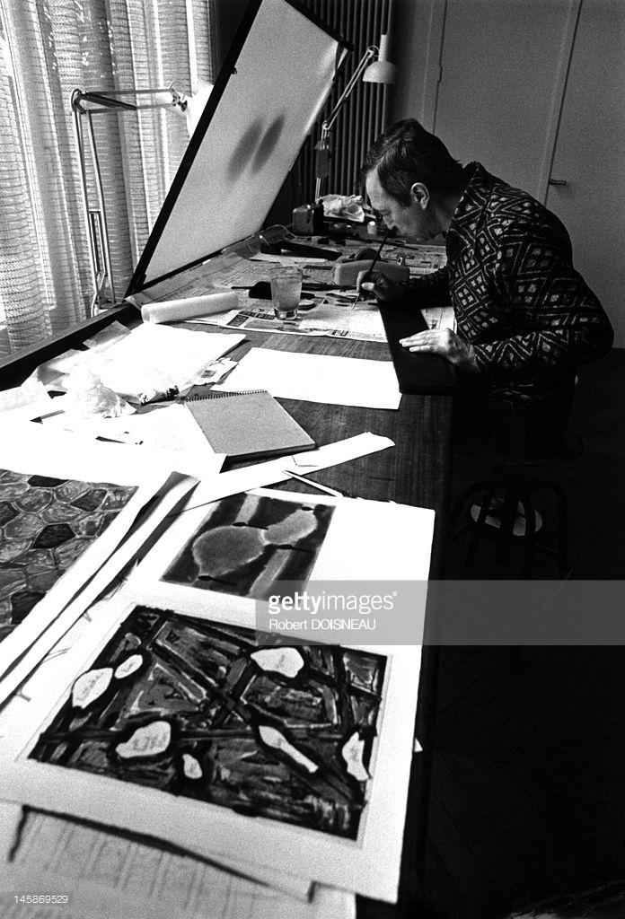 1975. Художник Джаспер Джонс в гостях у принтмейкера Альдо Кроммелинка на улице Гренель, 172 в Париже. 18 июля..