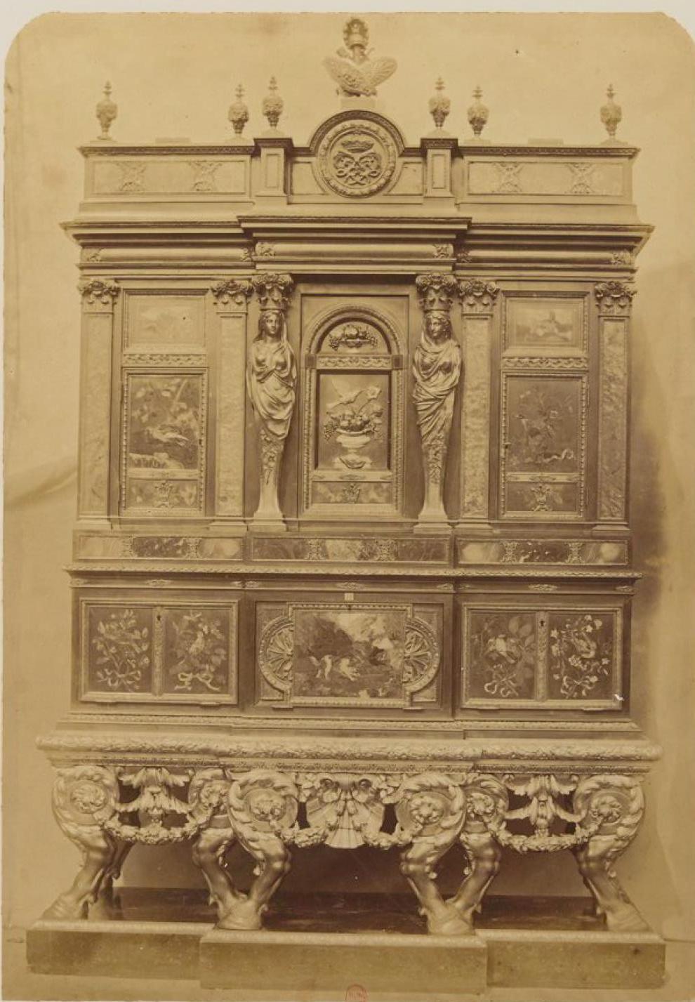 Большой шкаф в технике «пьетра дура» (ок.1670)