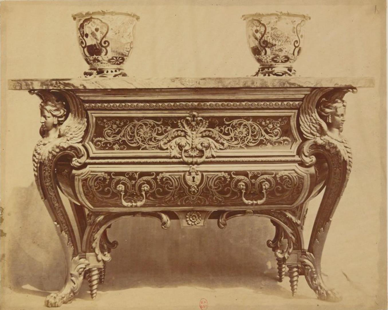 Комод в форме саркофага. Мебель стиля «буль» (ок. 1700)