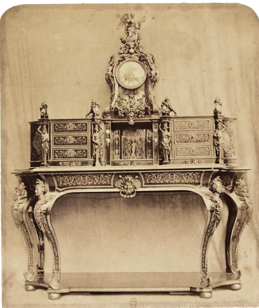Письменный стол с шкафом и часами. Мебель стиля «буль» (ок. 1700)