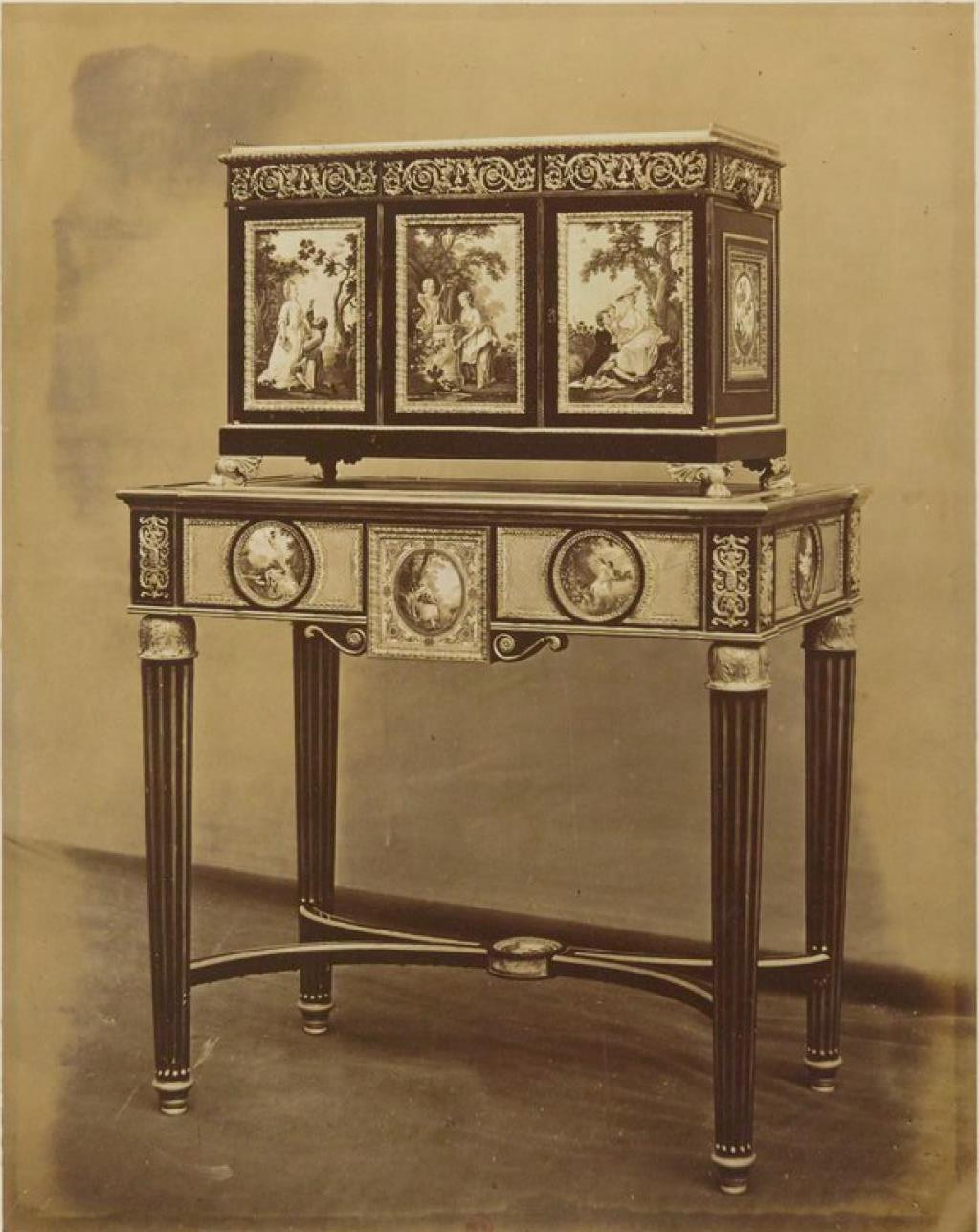 Стол, инкрустированный Севрским фарфором (1780-е)