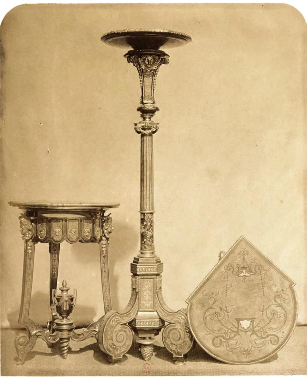 Угловой столик и инкрустированные канделябры в стиле «буль» (ок. 1740)