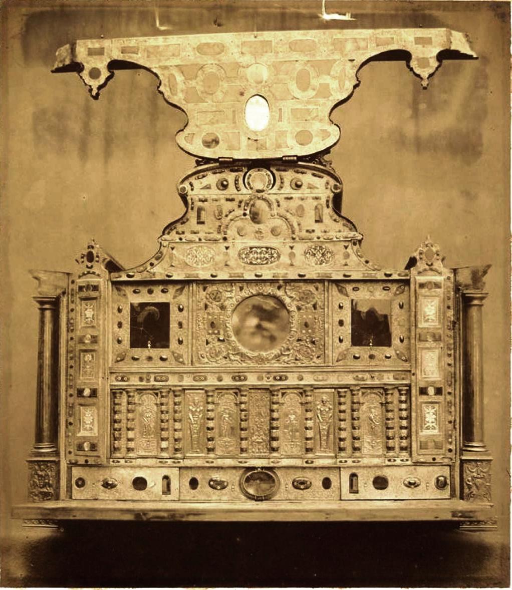 Шкаф (1560).