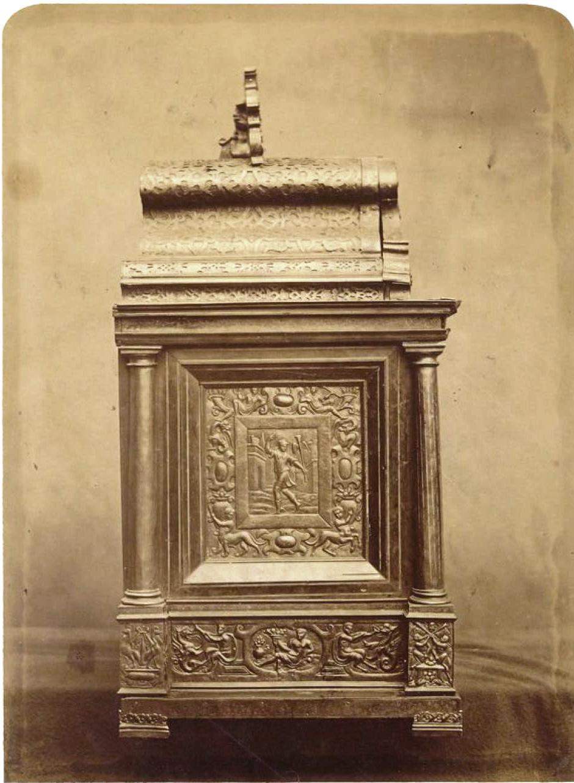 Шкаф. Вид сзади (1580)