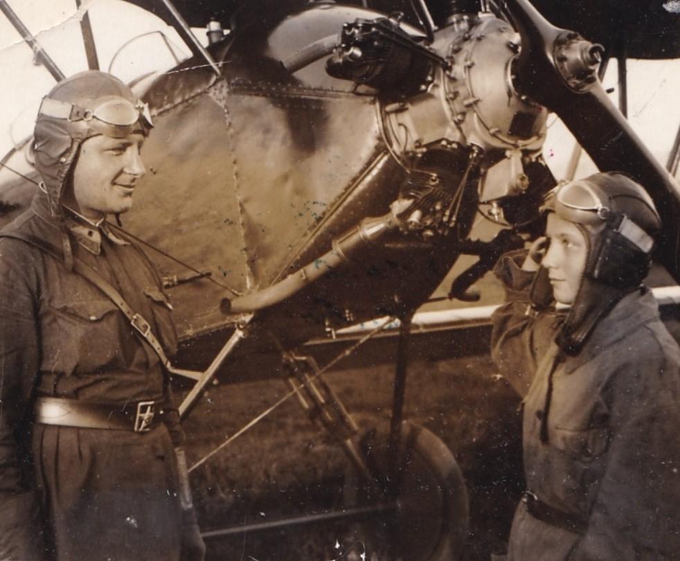 1937.  Нач.лёт.части Ленинградского аэроклуба Бурмаков с лётчицей Сафроновой