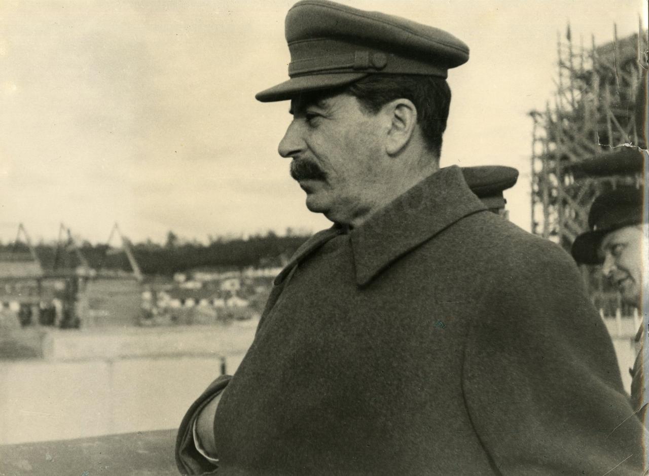 1937. И.В. Сталин на строительстве канала Москва - Волга