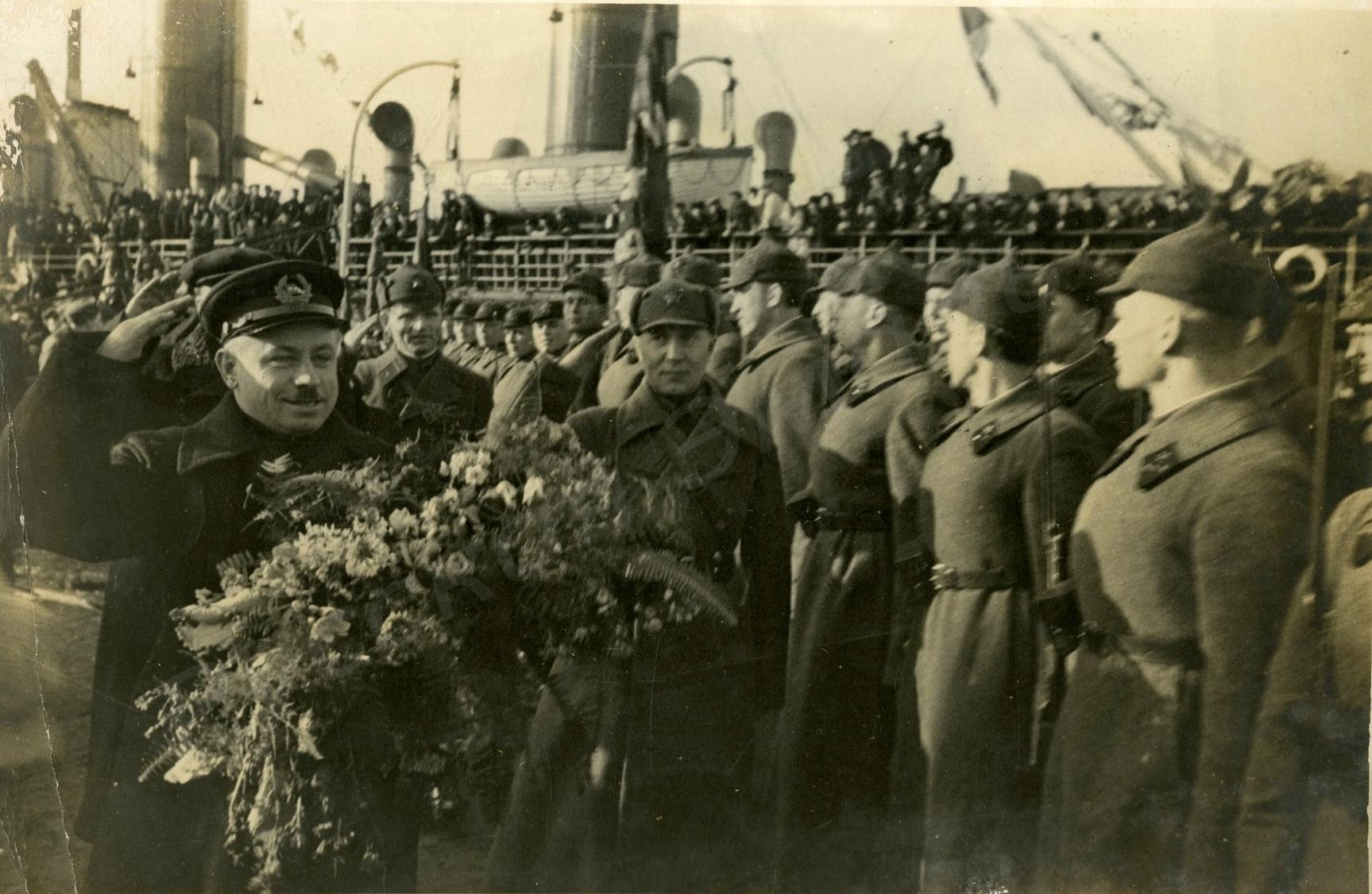 1938. Встреча папанинцев