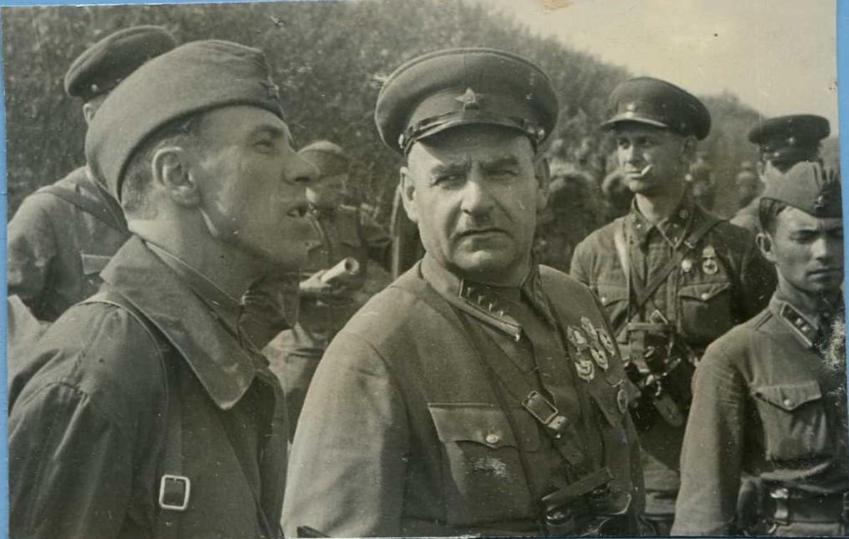 1938. Командарм 1 р. Г.И.Кулик на тактических учениях
