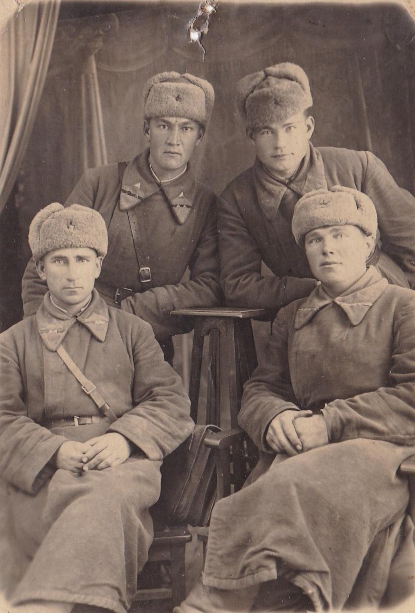 1940.  Мл.комсостав пехоты РККА со знаками различия от 2.11.