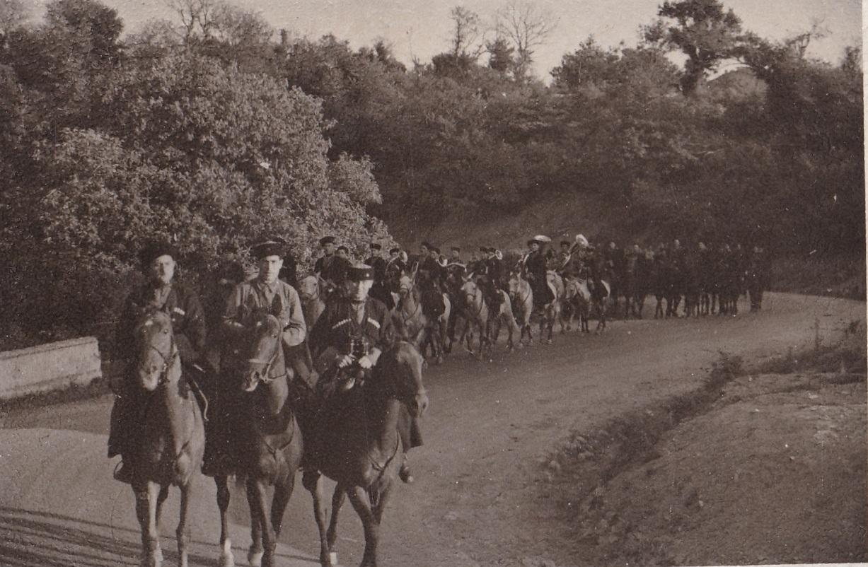 1942. Казачья часть на походе. Оркестр. Сев.Кавказ