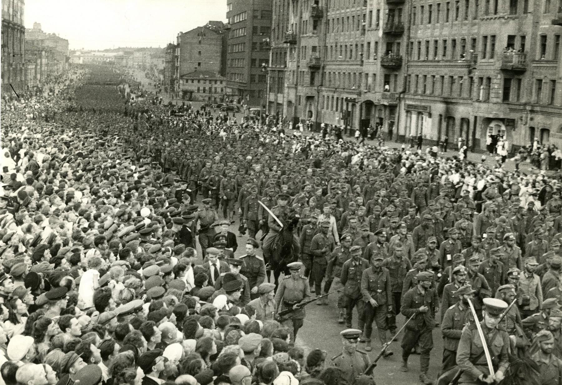 1944. Марш пленных немцев по Москве 17 июля
