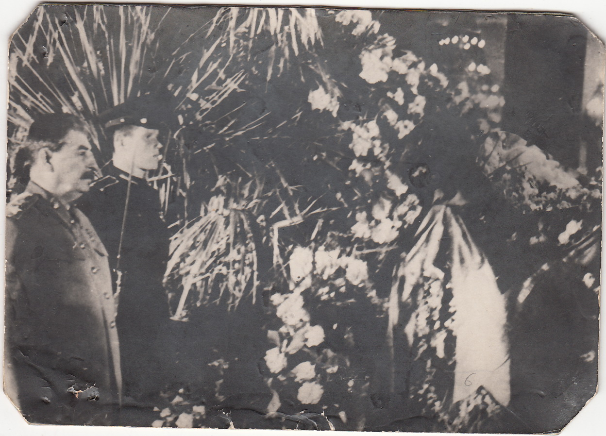 1946.  И.В.Cталин на похоронах М.И.Калинина