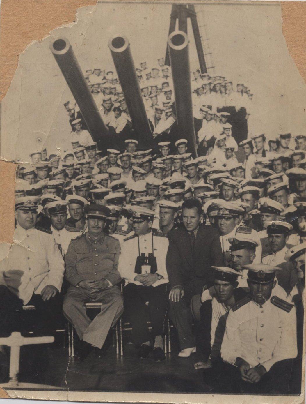 1947. И.В. Сталин и А.Н. Косыгин среди экипажа на крейсере Молотов, 19 августа