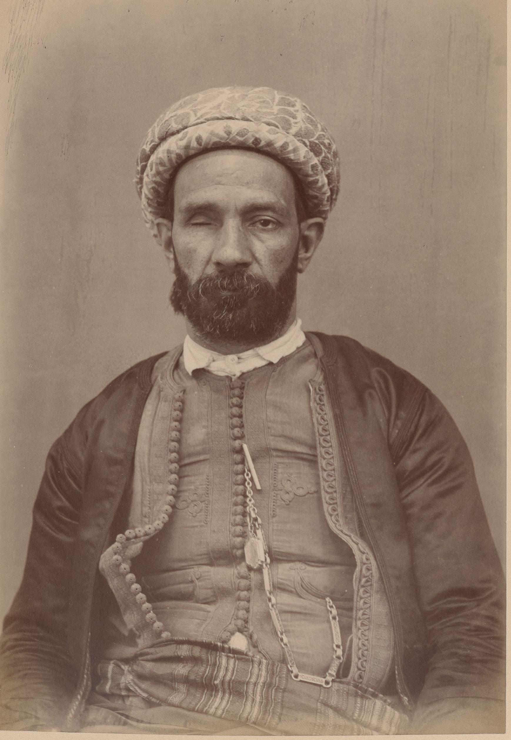 Аим Четрите. 45 лет, Алжир, плотник (вид спереди)