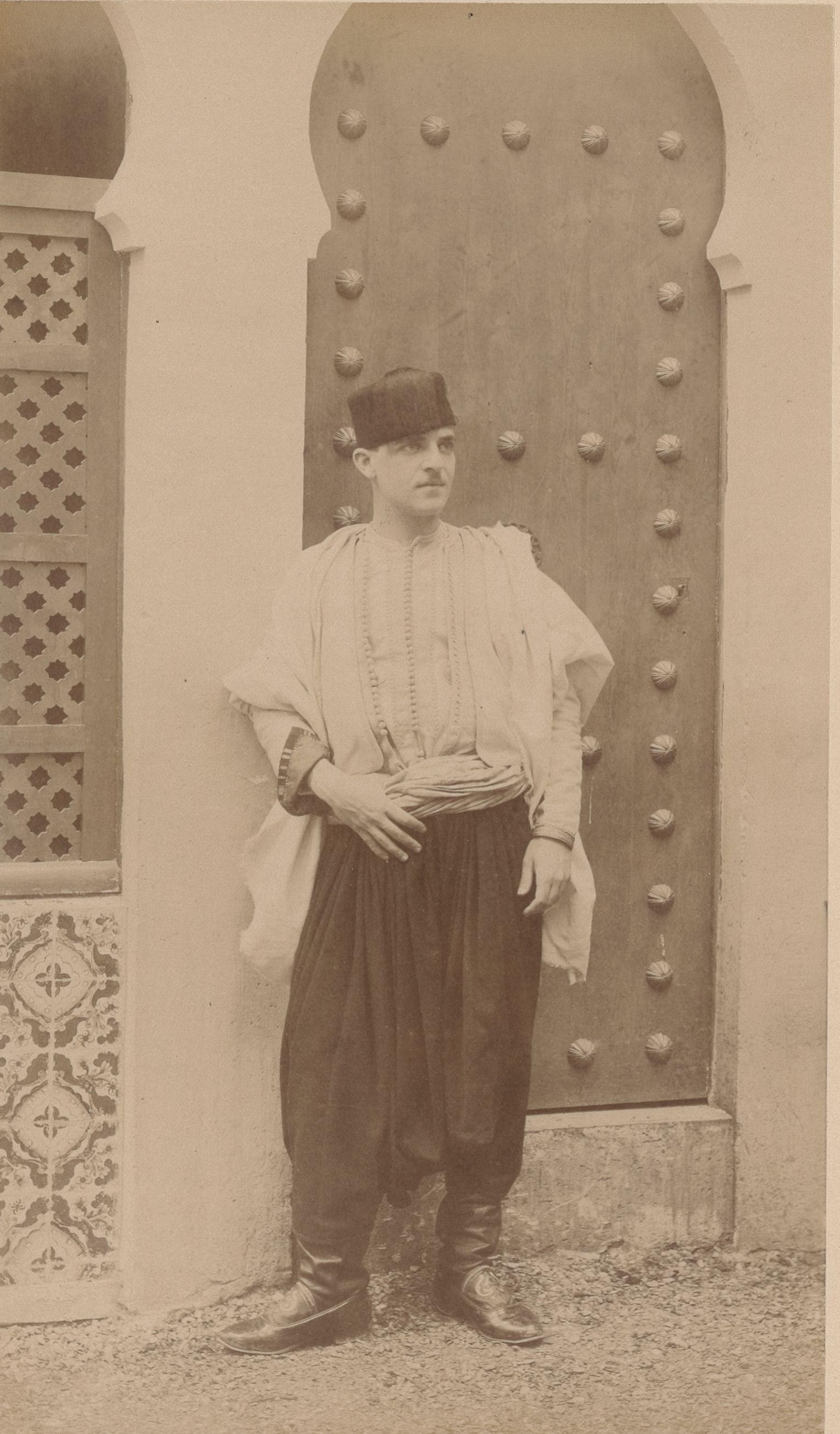 Мезгич (Исаак) 24 года, родился в Алжир