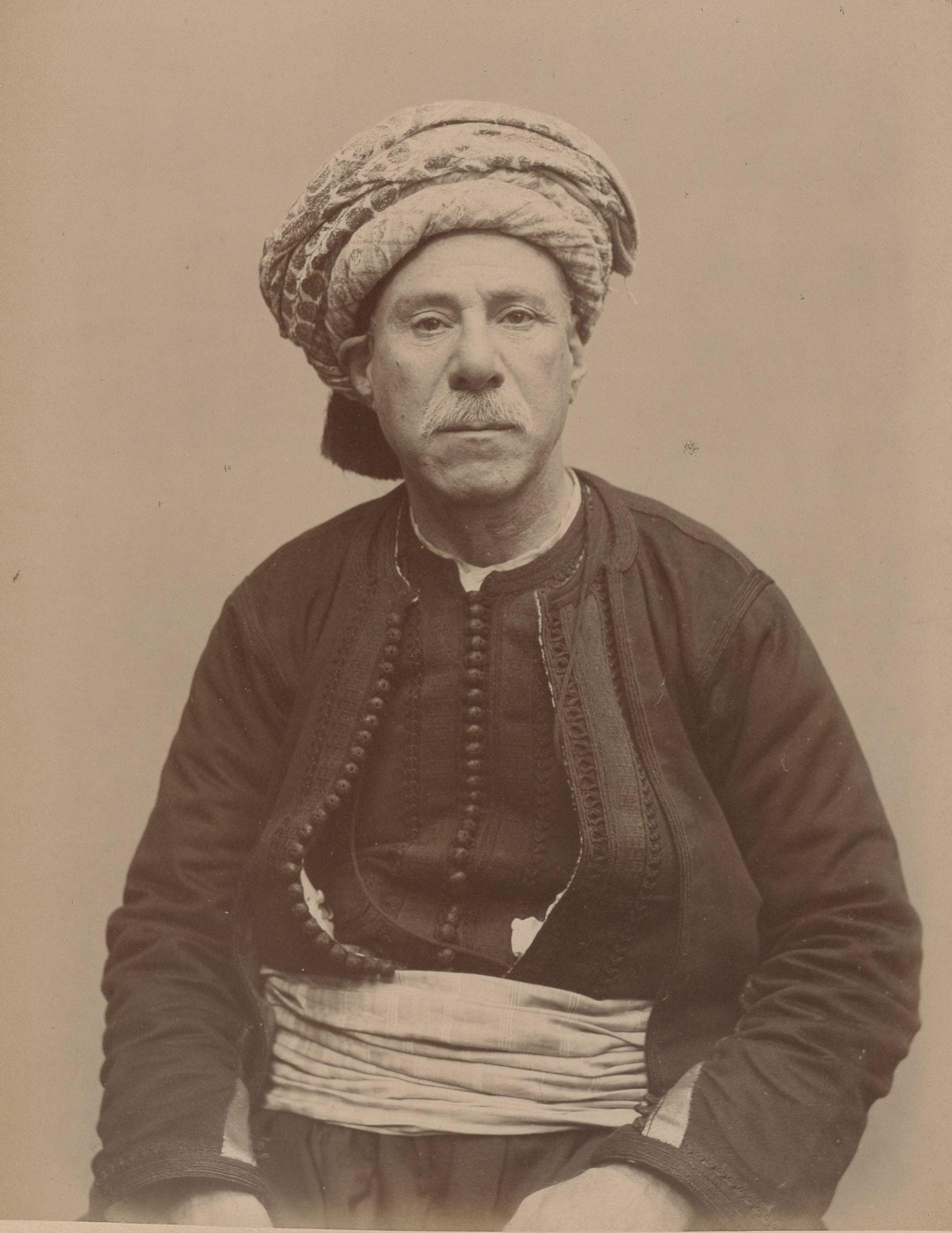 Натан 58, Алжир, служащий (вид спереди)