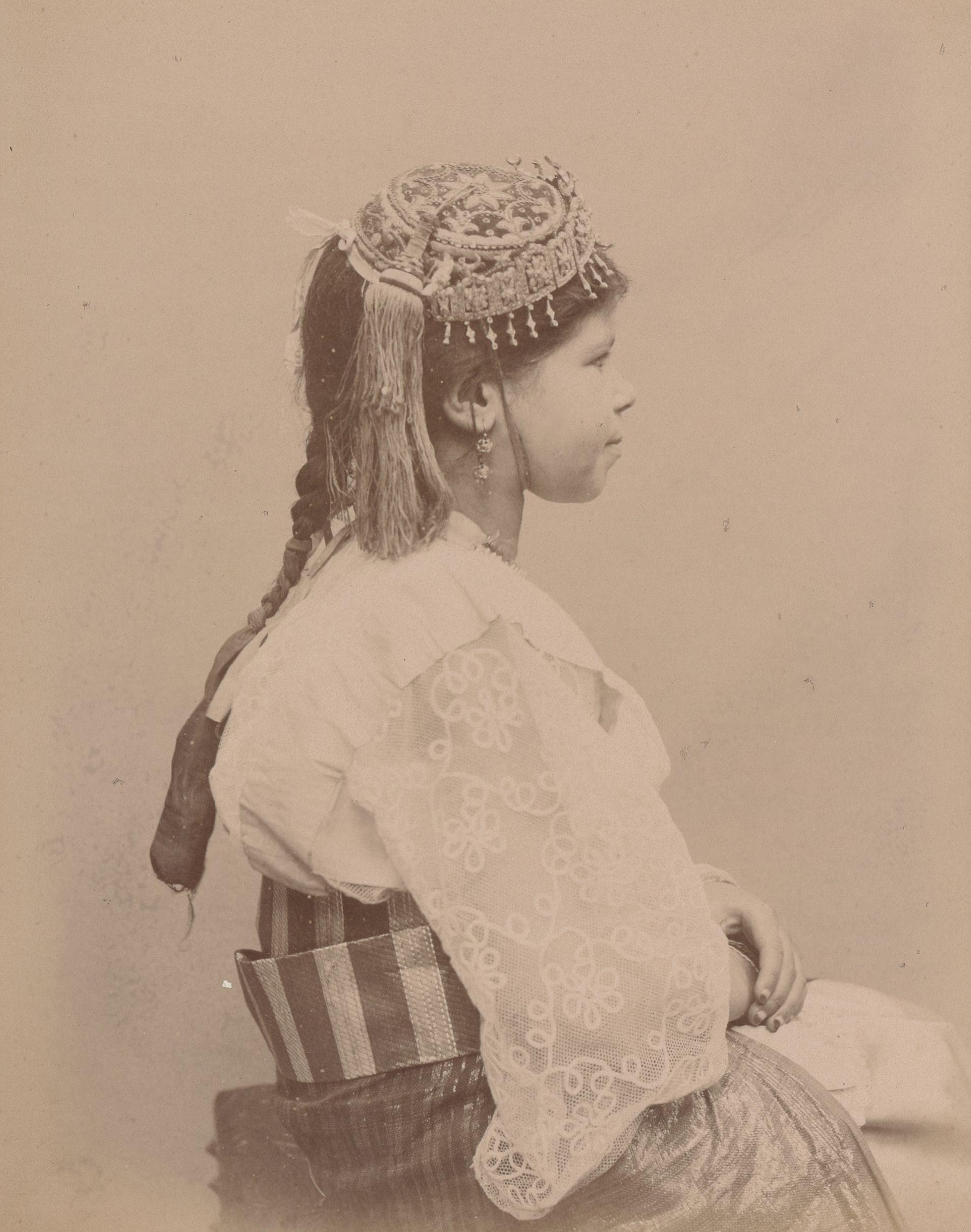 Фатима 9 лет, родился в Блиде (вид впрофиль)