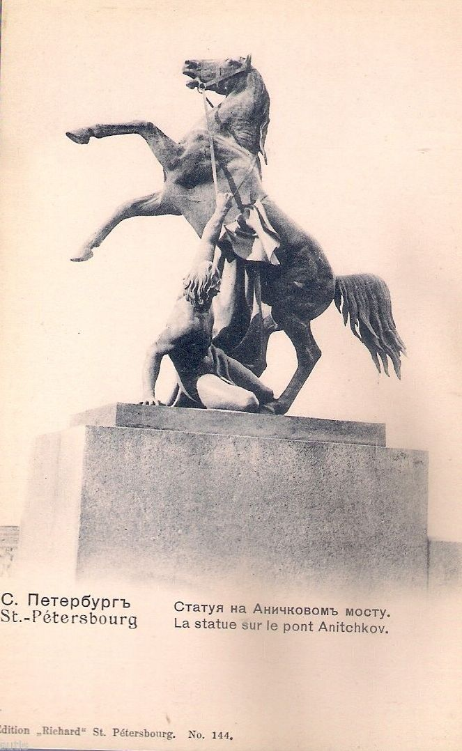 Аничков мост. Статуя
