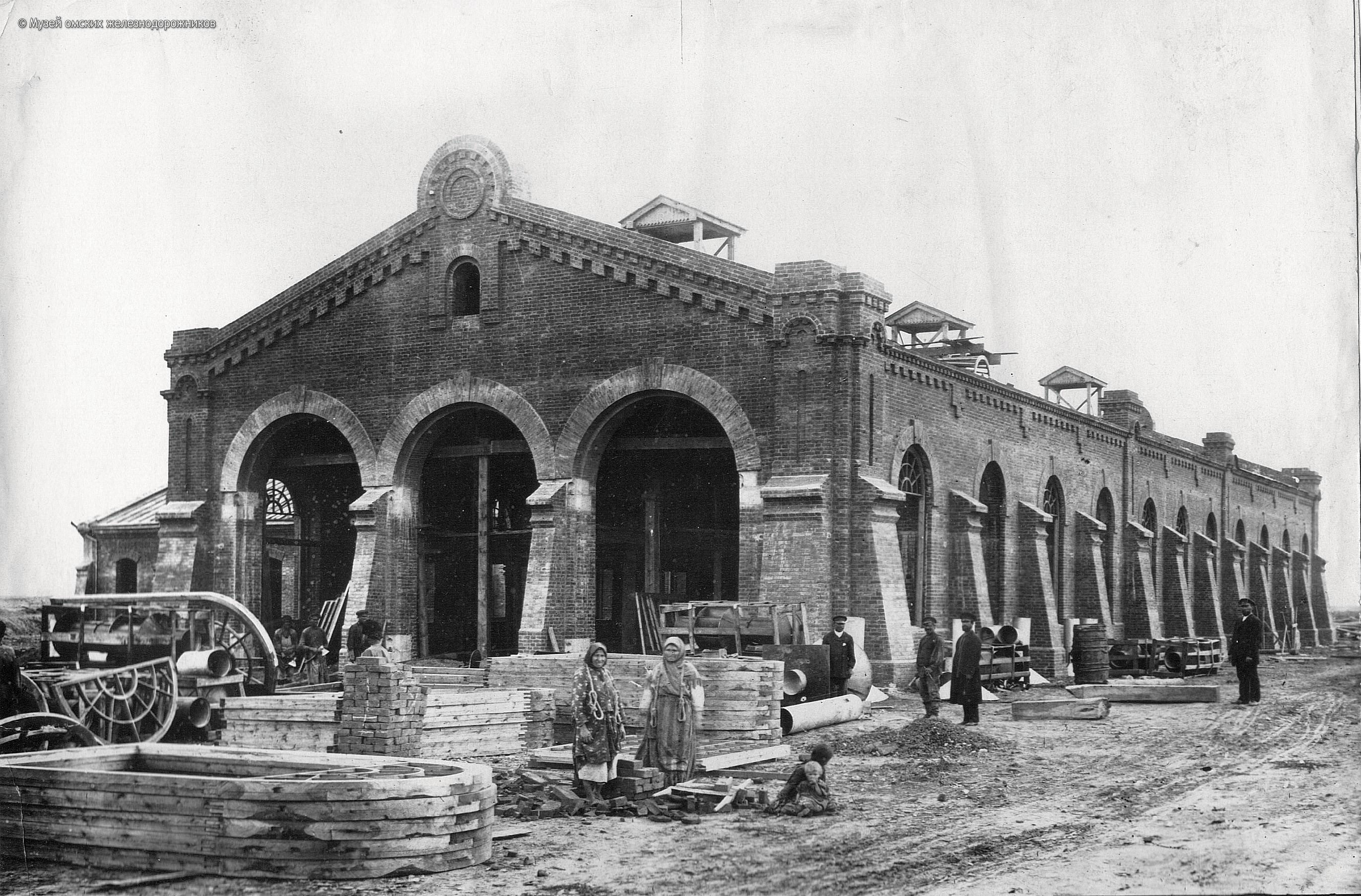 1895. Депо паровозов на Омской станции