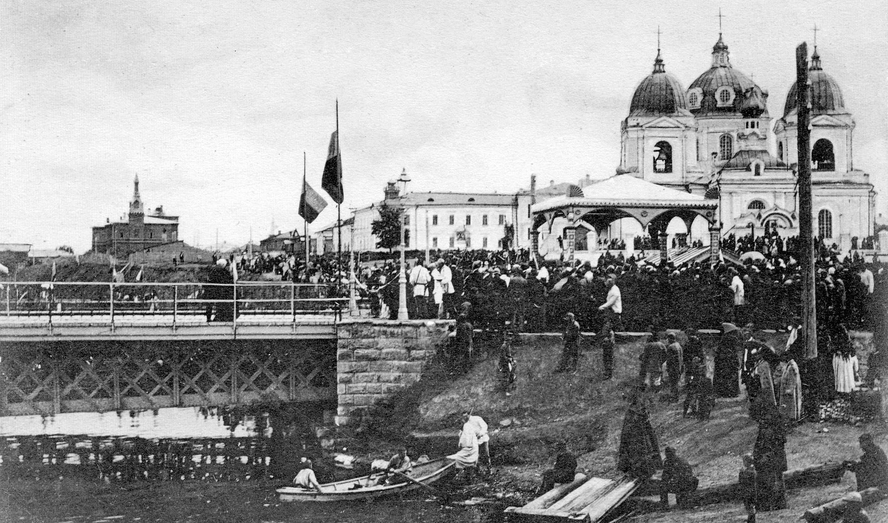 1903. Вид на железный мост и Ильинскую церковь