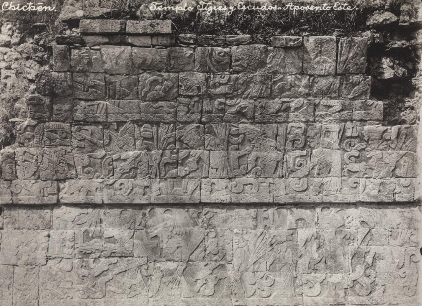 Чичен-Ица. Рельеф фасада на восточной стороне храма Ягуаров