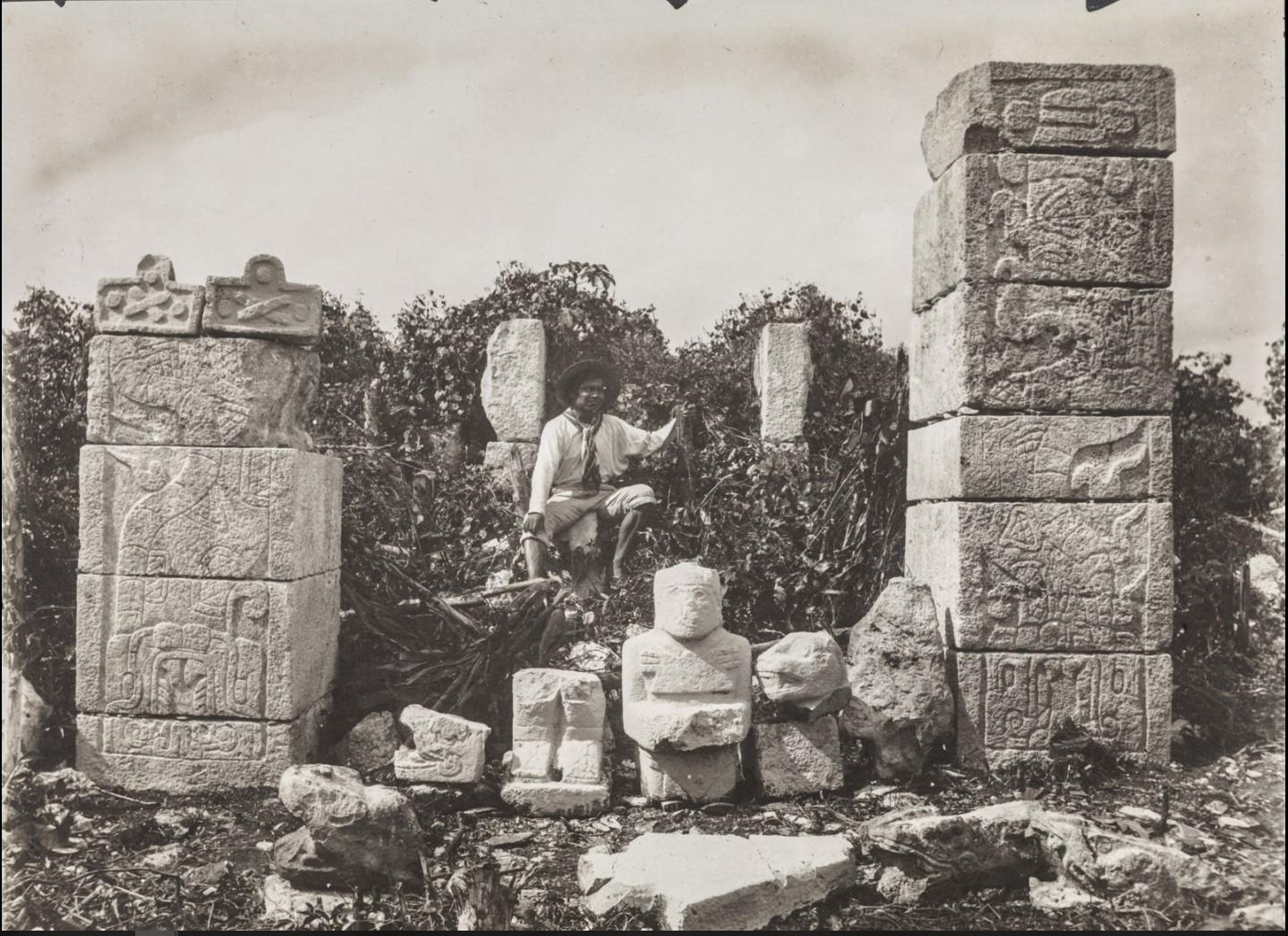 Чичен-Ица. Рельефные камни и скульптуры