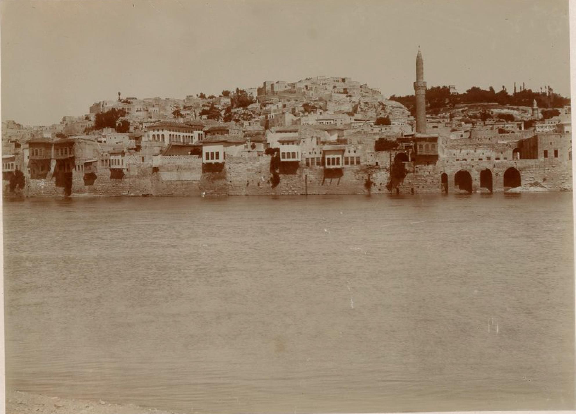 Биреджик. Панорама города на левом берегу Евфрата