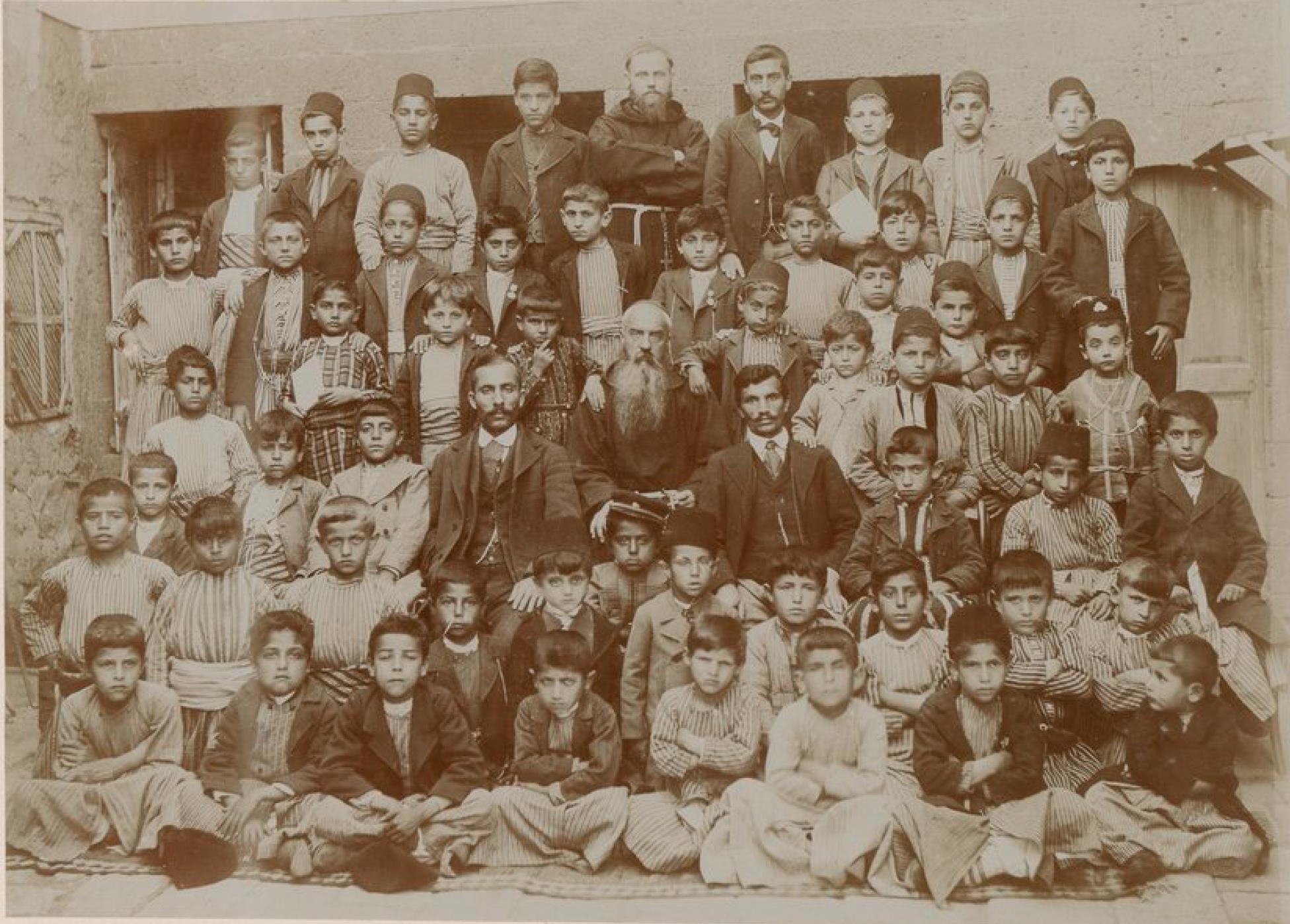 Диярбакыр. Миссионеры, учителя и ученики миссионерской школы