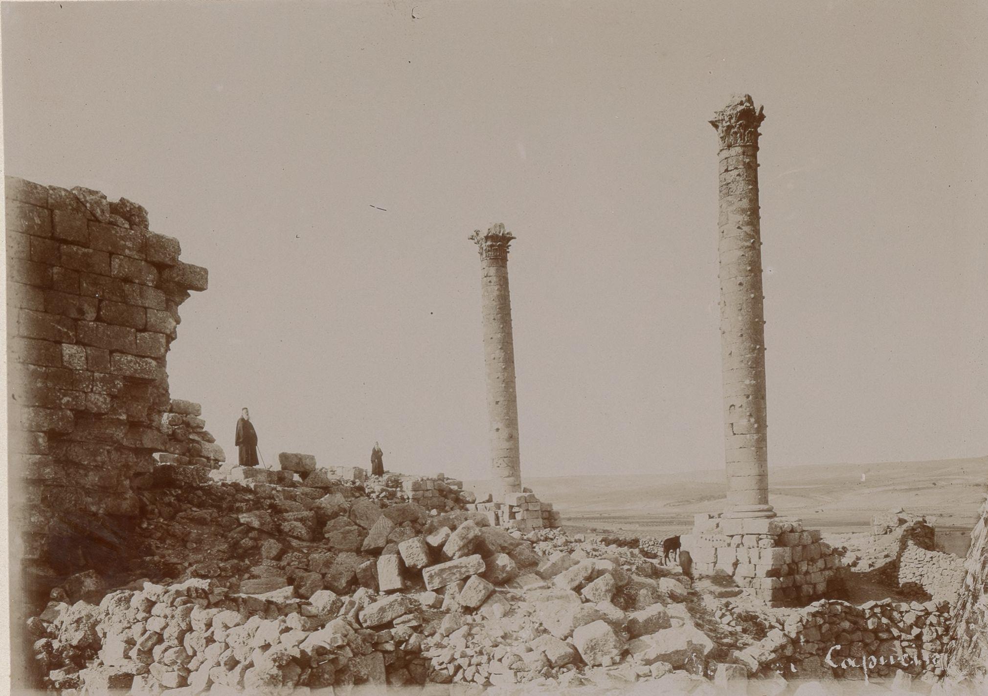 Урфа. Колонны древней цитадели Эдессы, воздвигнутой царем Абгаром V Уккама