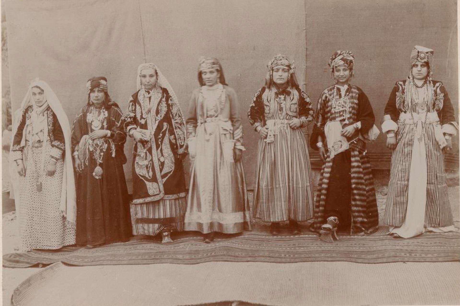 Урфа. Костюмы богатых женщин города и соседних племен