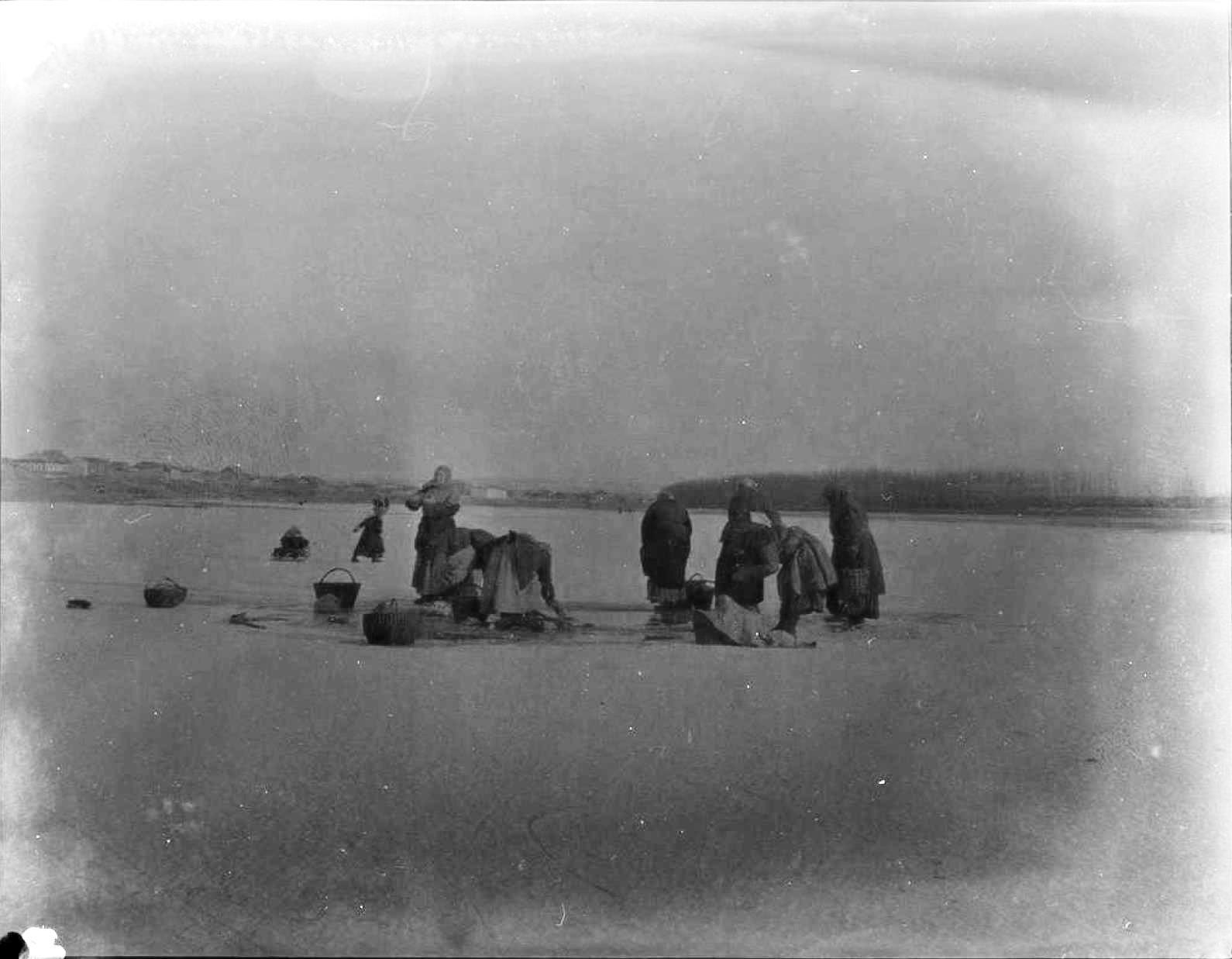 21. Минусинск. Прачки на льду
