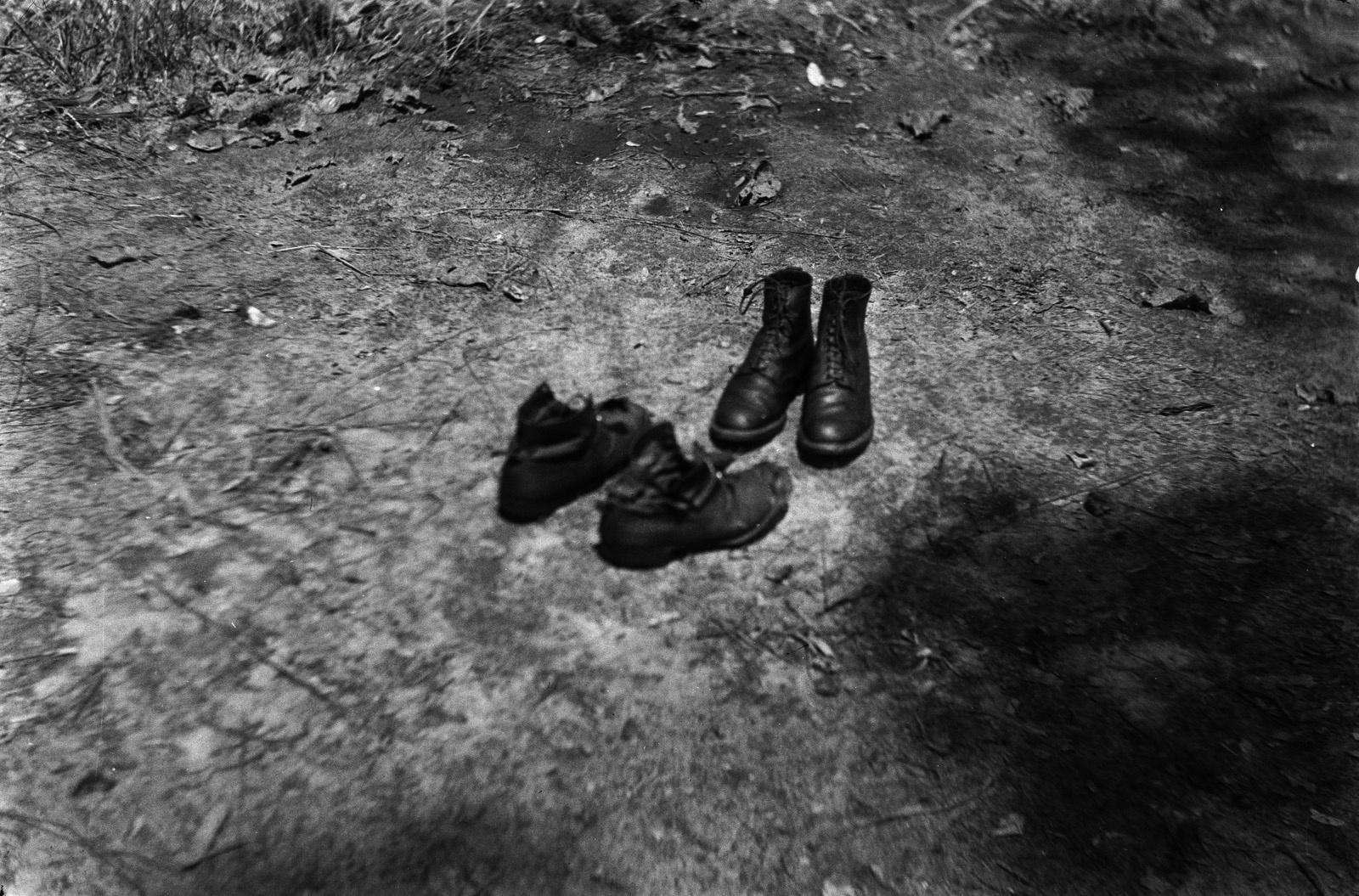 Между Капири Мпоши и рекой Лунсемфва. Две пары изношенных ботинок