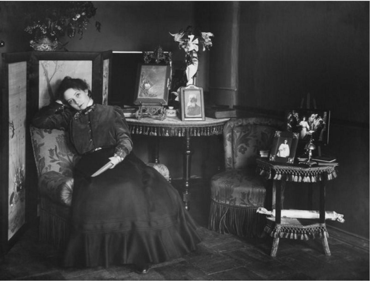 1890-е. Вера Комиссаржевская в домашней обстановке