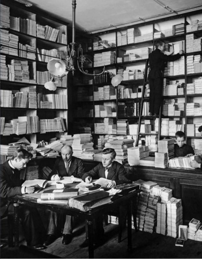 1900. Переучет в книжном магазине товарищества А. Суворина