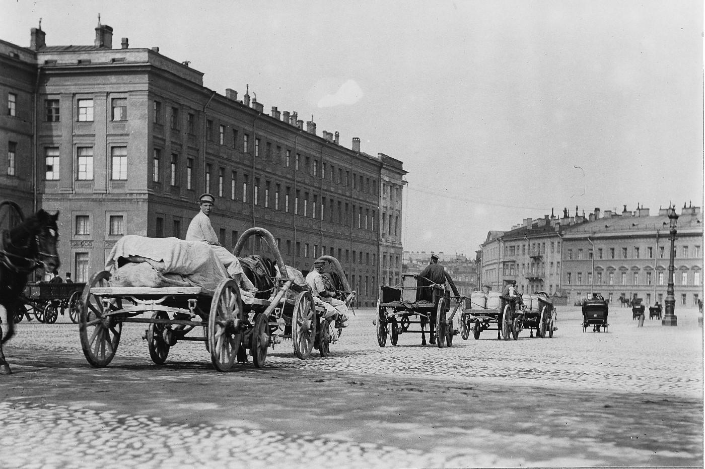 1911-1912. Извозчики на Дворцовой площади