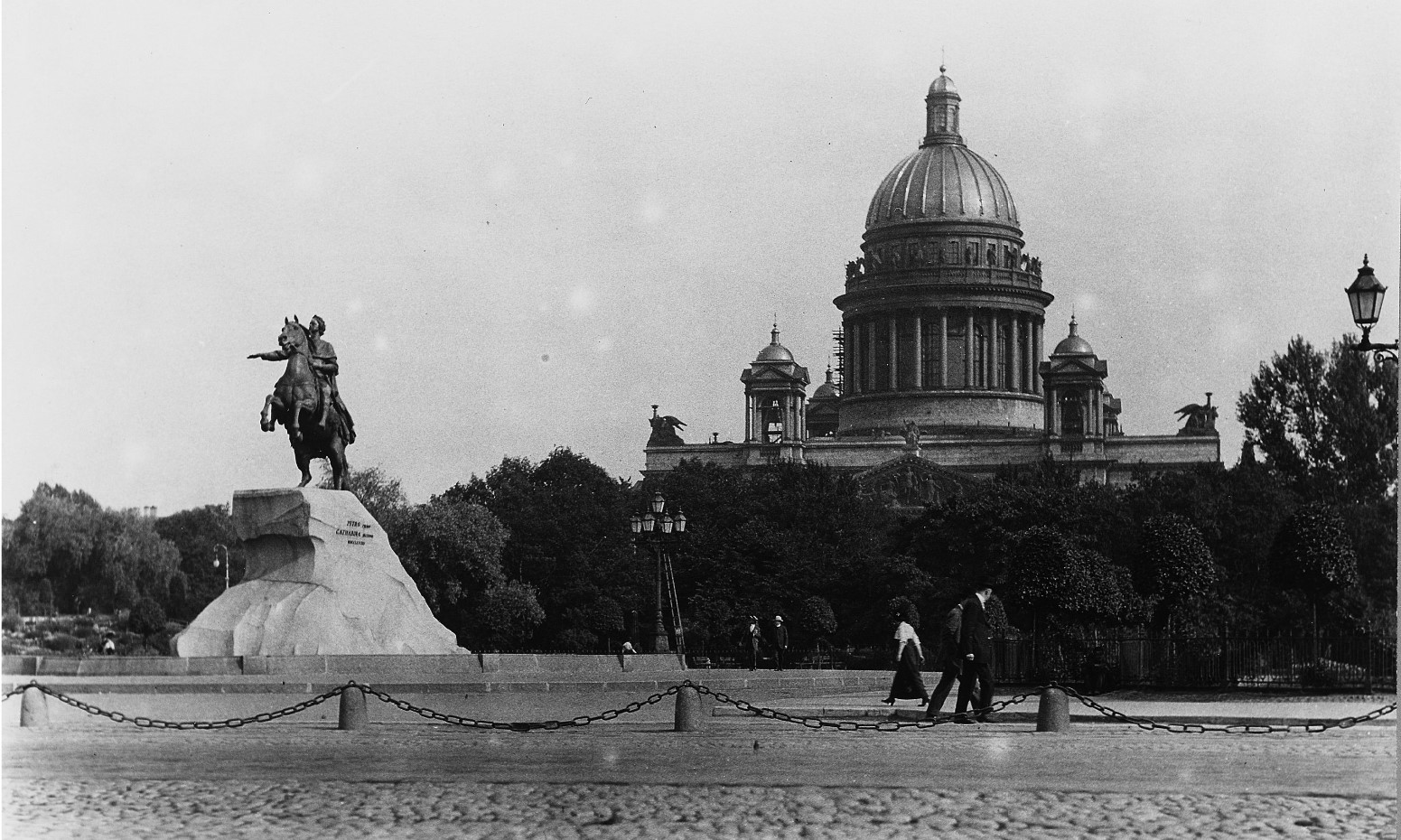 Исаакиевский собор и конная статуя Петра Великого