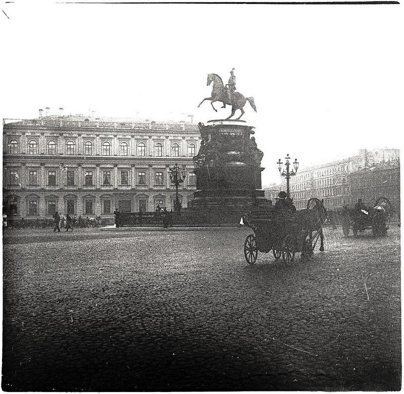 Статуя Николая I на Исаакиевской площади