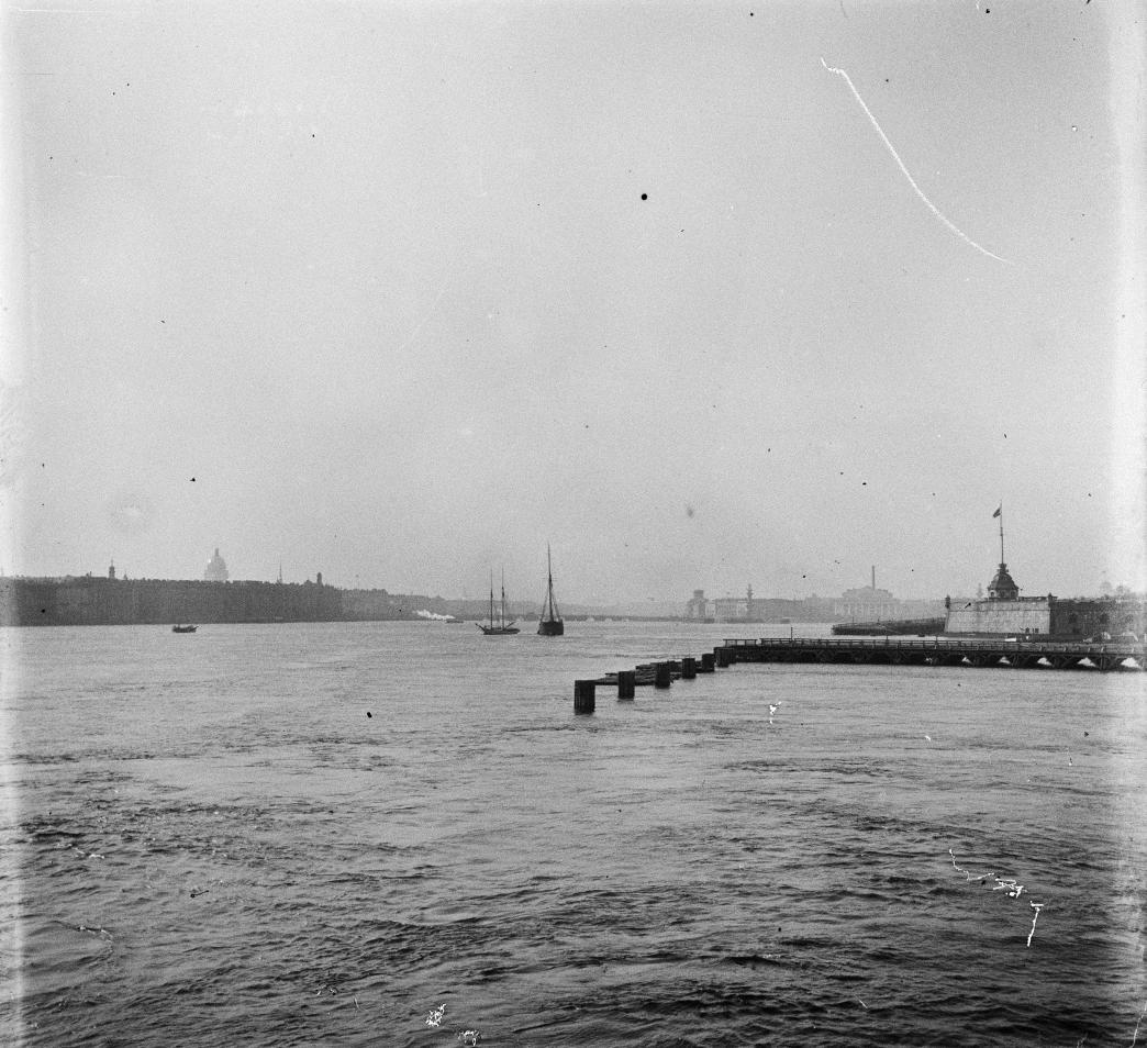 Адмиралтейство, пристань, вид с моста через Неву