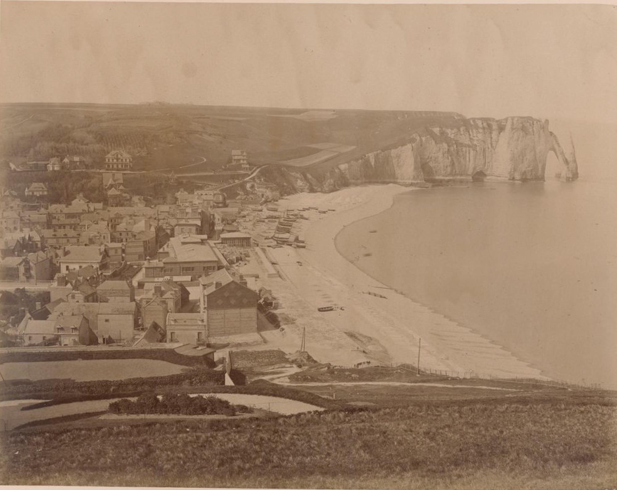 Этрета. Пляж и скала д'Аваль