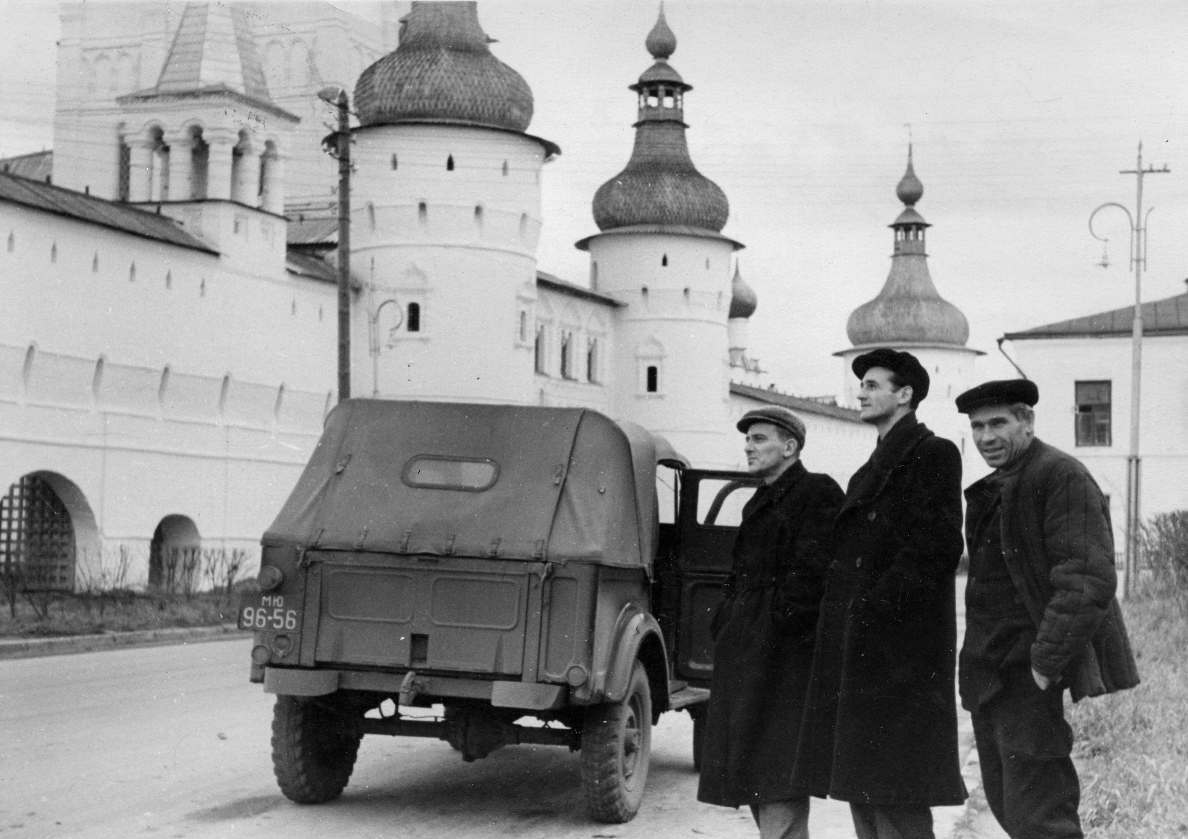 1962. У Ростовского кремля