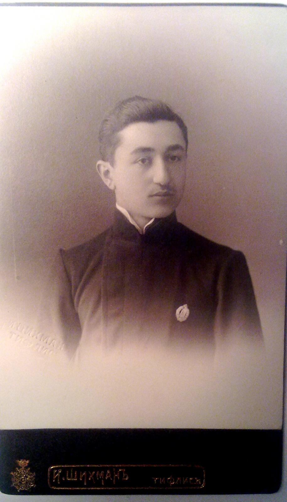 Гимназист Тифлисской 2-й Мужской гимназии Гукасов. В будущем сотрудник НКВД высокого ранга