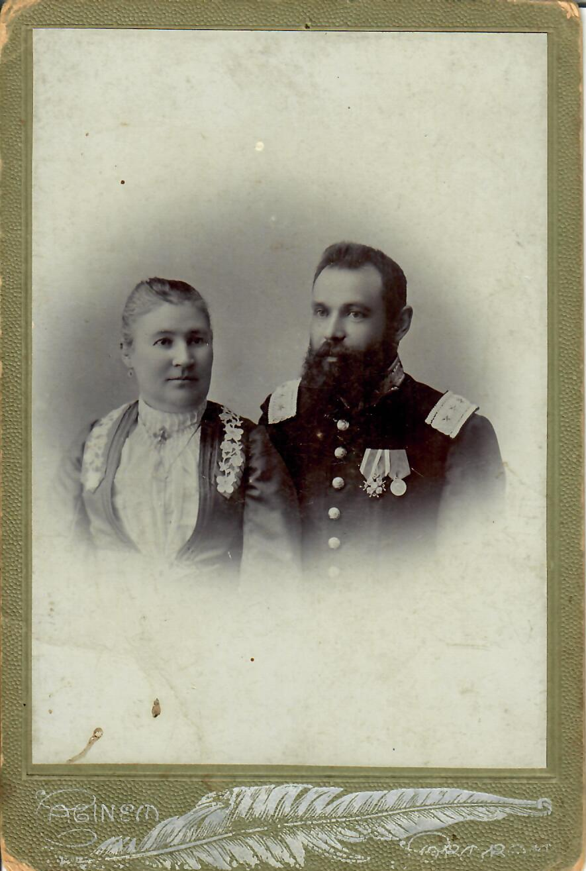 1909. Чиновник почтово-телеграфного ведомства с супругой. 10 мая