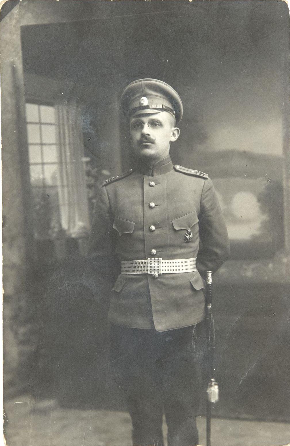 1916. Фото прапорщика 137-го пехотного Нежинский полка А. Иванова