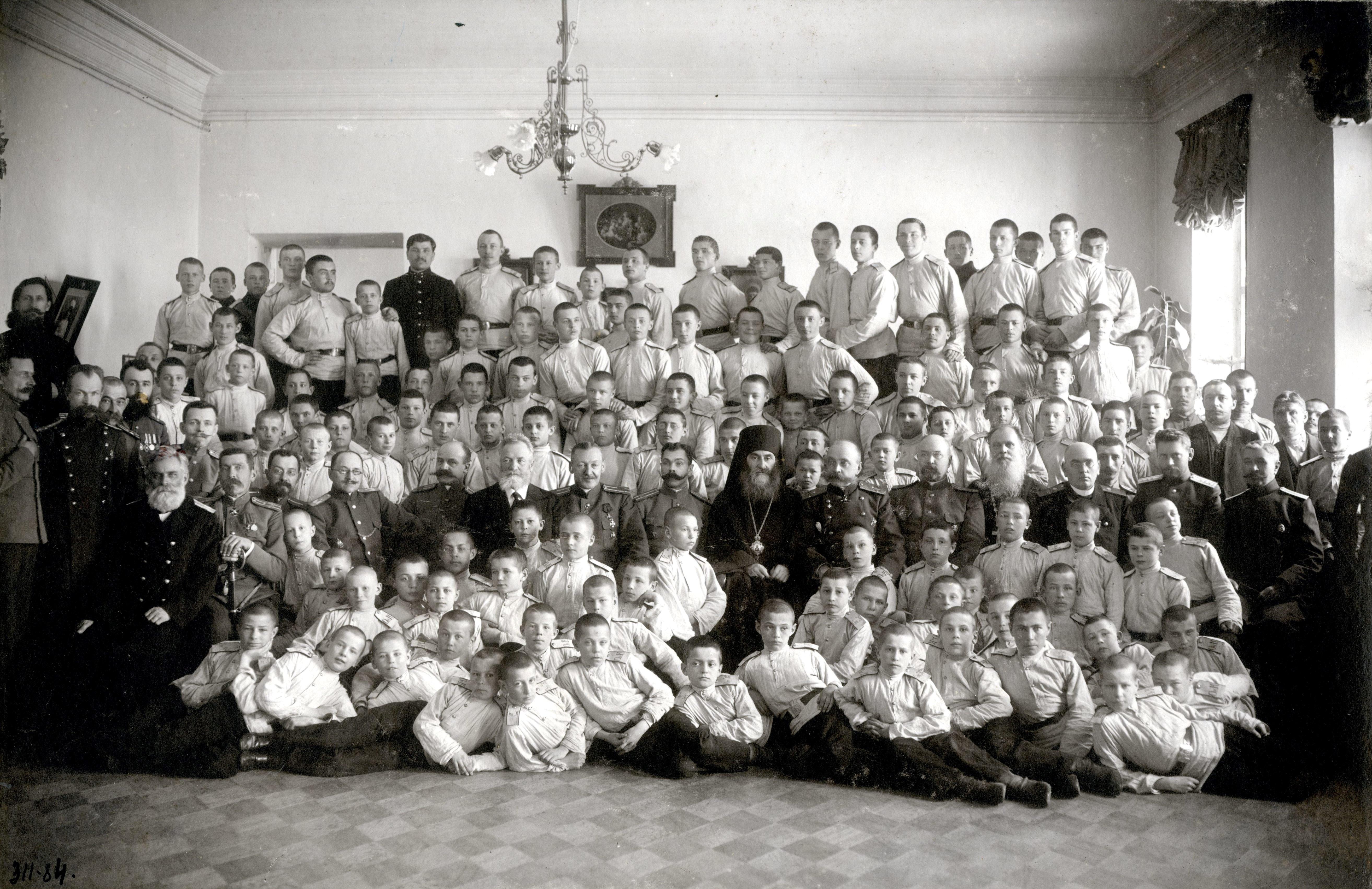 Кадеты, офицеры и преподаватели Омского кадетского корпуса