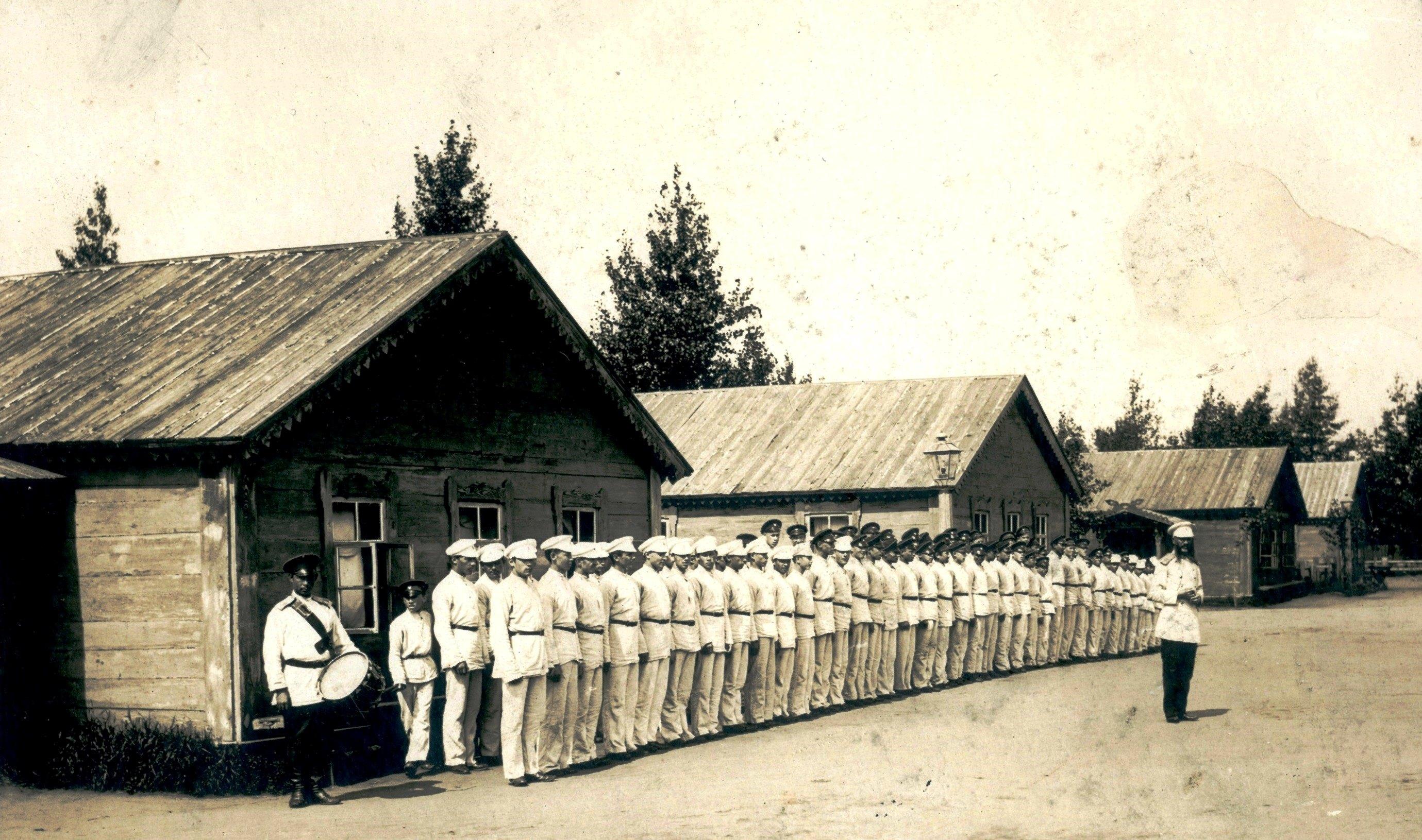 Построение в летнем лагере Сибирского кадетского корпуса