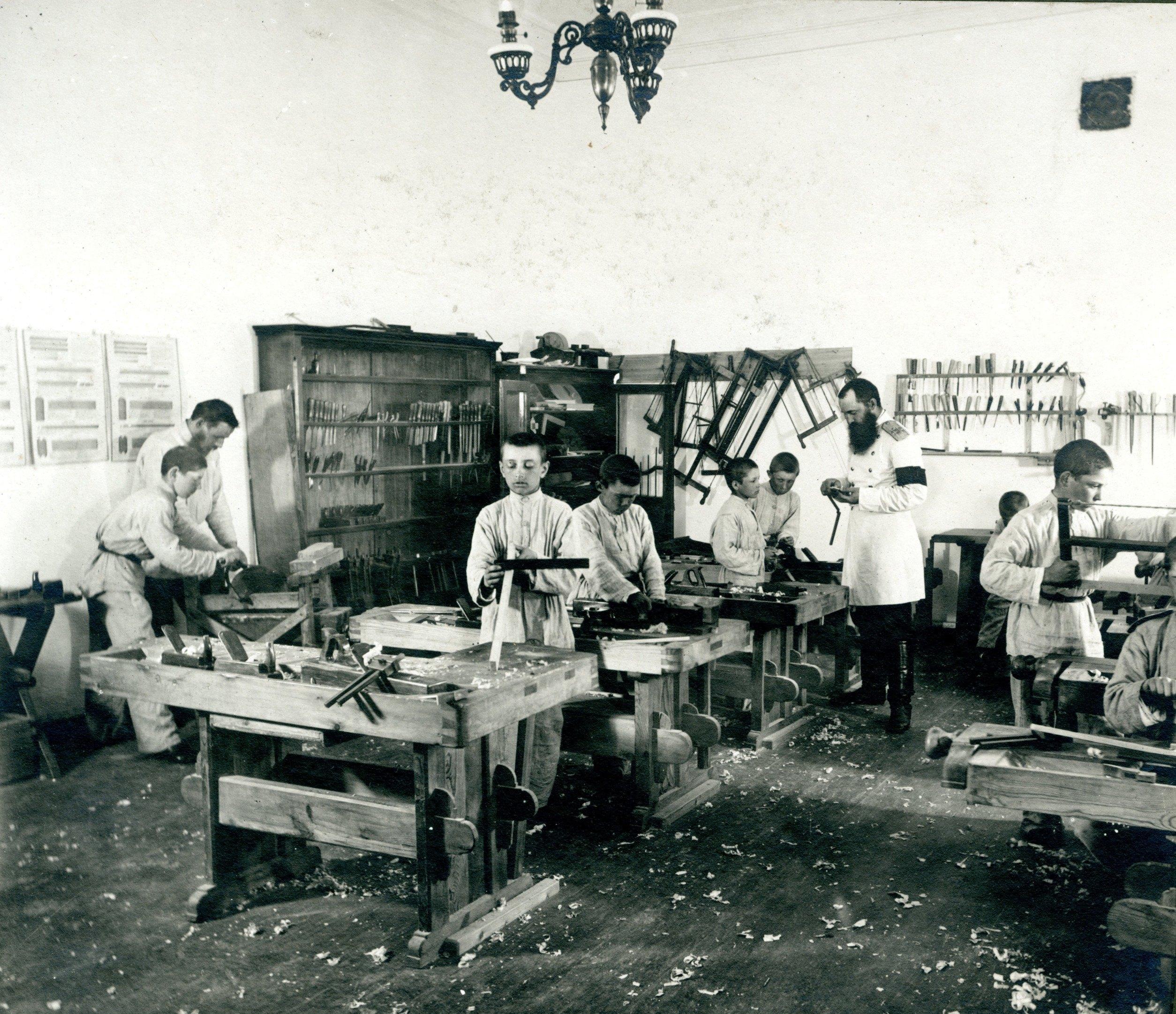 Столярная мастерская Сибирского кадетского корпуса