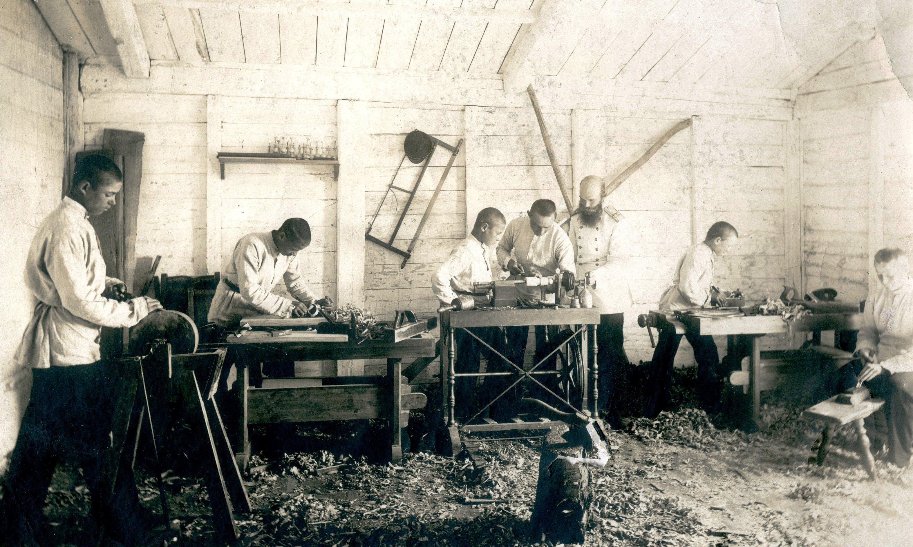 Деревянная столярная мастерская