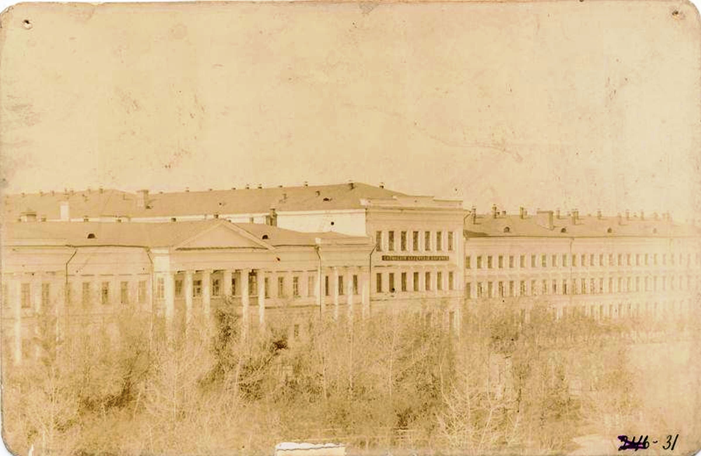 Вид на кадетский корпус с балкона Войскового хозяйственного правления СКВ