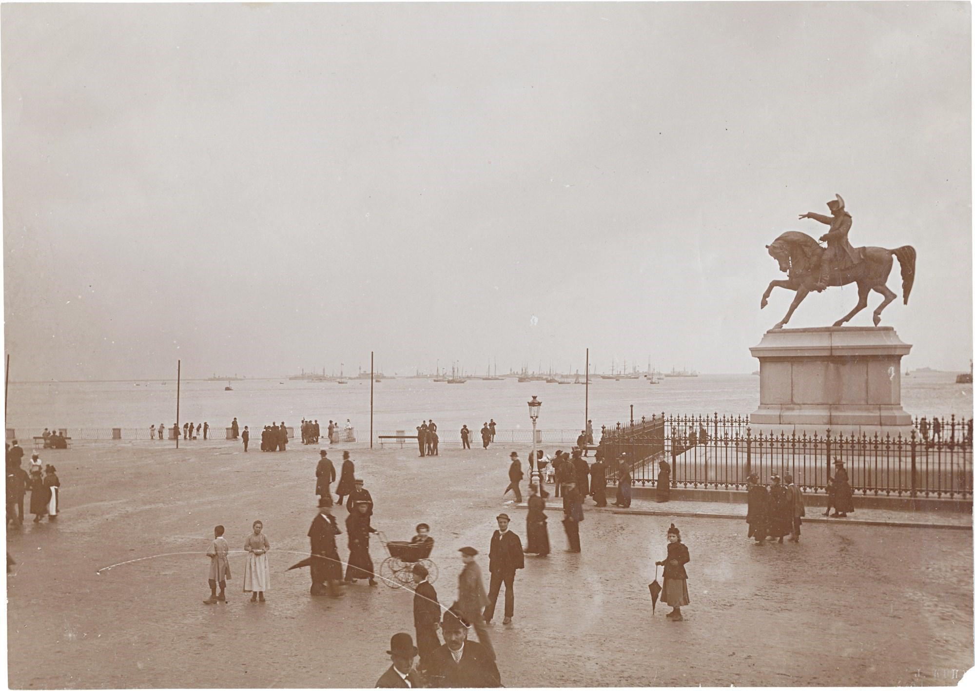 02. Французская эскадра, сопровождающая императорскую яхту «Полярная звезда», на рейде Шербура